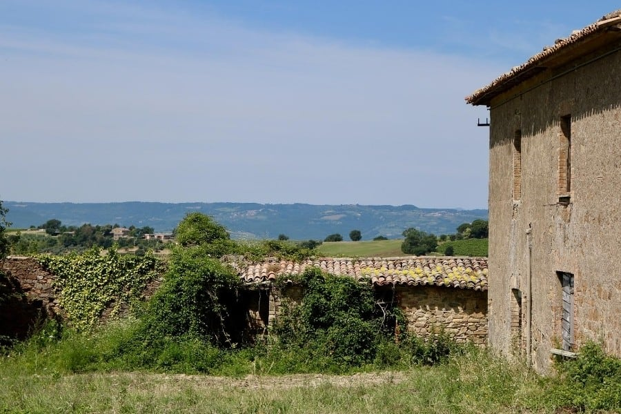 An abandoned villa with a beautiful view of the Umbrian hills