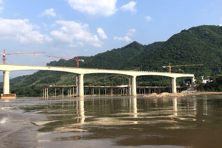 train from china laos