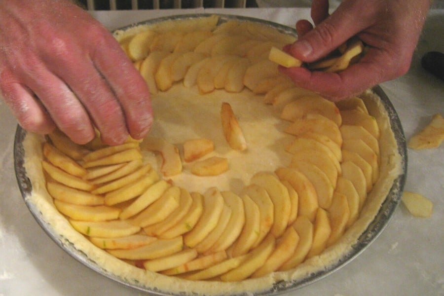 making a french apple tart