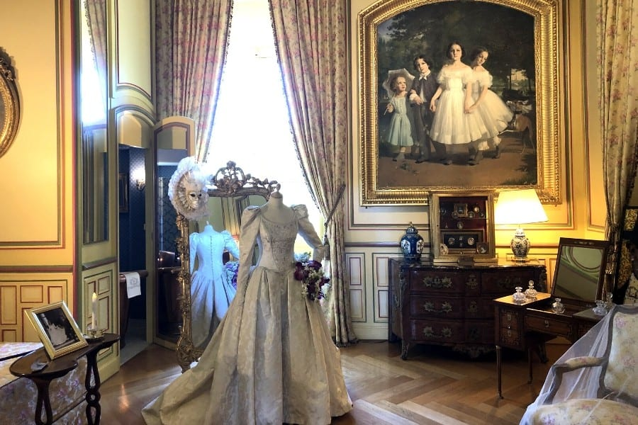 ladies sitting room at chateau cheverny