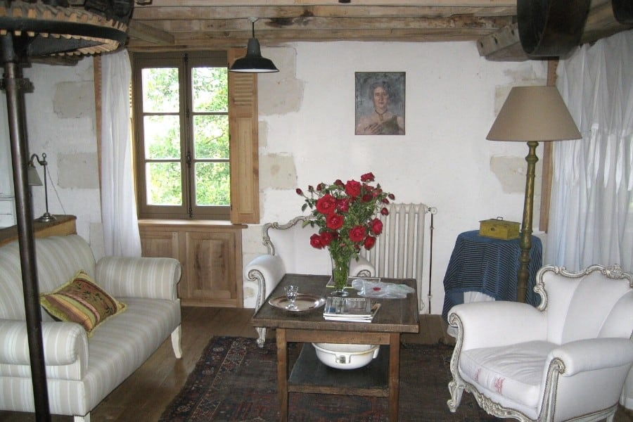white flower room at le moulin bregeon