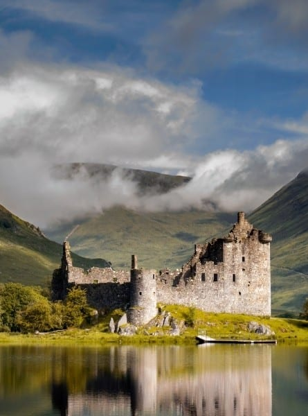 A castle at the coast in the Scottish Highlands