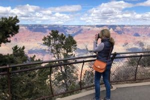 Midlife Globetrotter photographing the Grand Canyon with a Lo & Sons Camera Bag
