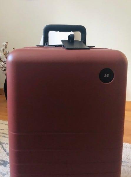 monos luggage with an adjustable handle
