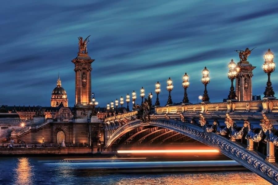 A bridge over the Seine River in Paris at night