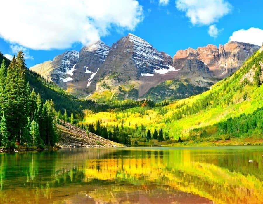 Maroon Bells mountain peaks and a lake near Aspen Colorado